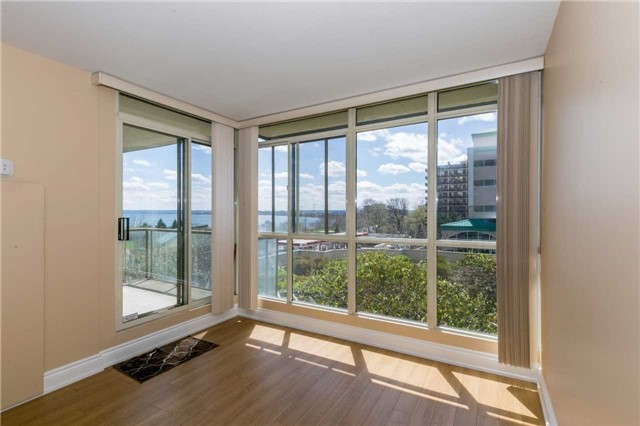 Condo Apartment at 415 Locust St, Unit 404, Burlington, Ontario. Image 17