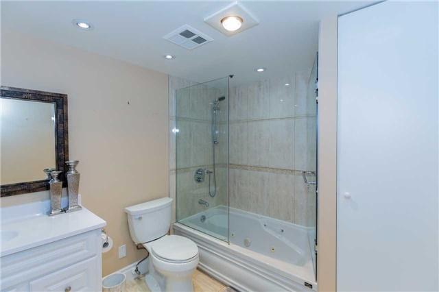 Condo Apartment at 415 Locust St, Unit 404, Burlington, Ontario. Image 2