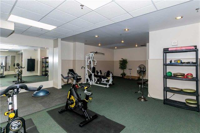 Condo Apartment at 415 Locust St, Unit 404, Burlington, Ontario. Image 4