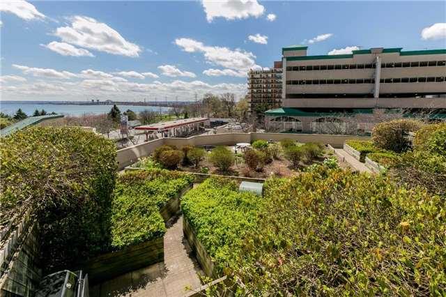 Condo Apartment at 415 Locust St, Unit 404, Burlington, Ontario. Image 6