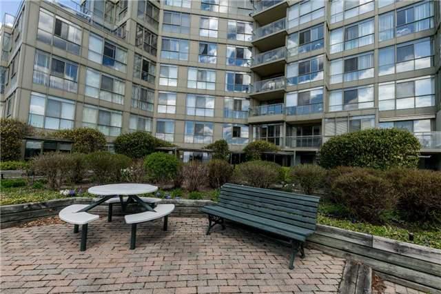 Condo Apartment at 415 Locust St, Unit 404, Burlington, Ontario. Image 11