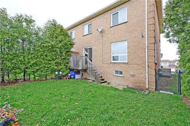 Condo Townhouse at 115 Millstone Dr, Brampton, Ontario. Image 13