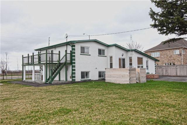 Detached at 9021 Mcvean Dr, Brampton, Ontario. Image 9