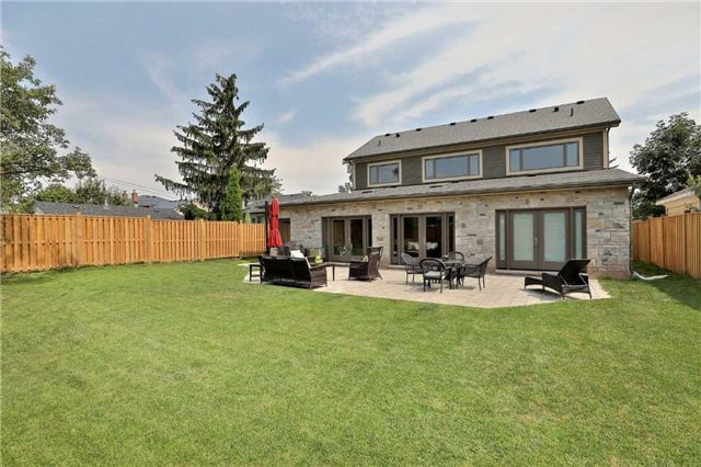 Detached at 396 Sandlewood Rd, Oakville, Ontario. Image 10
