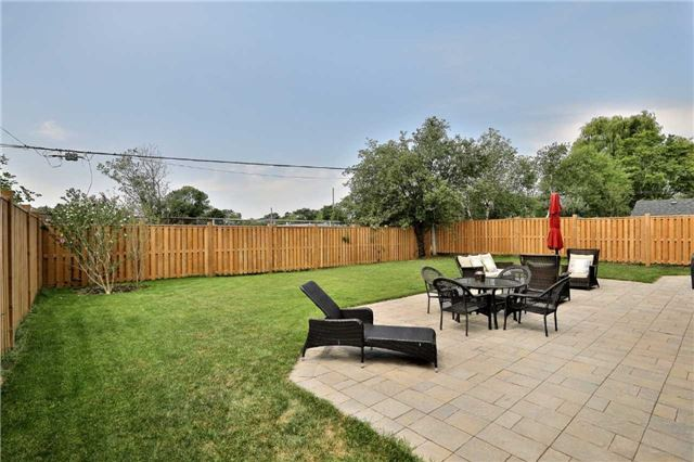 Detached at 396 Sandlewood Rd, Oakville, Ontario. Image 11
