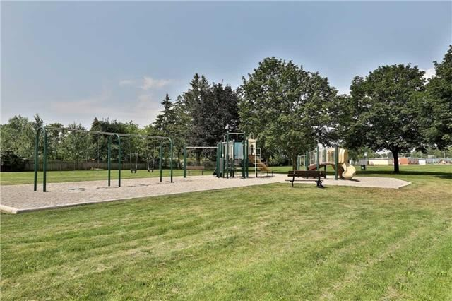 Detached at 396 Sandlewood Rd, Oakville, Ontario. Image 13