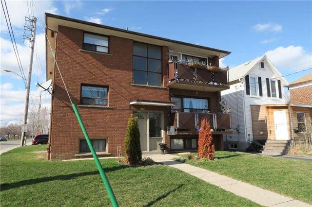 Duplex at 2724 Lake Shore Blvd W, Toronto, Ontario. Image 1