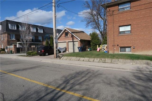 Duplex at 2724 Lake Shore Blvd W, Toronto, Ontario. Image 2
