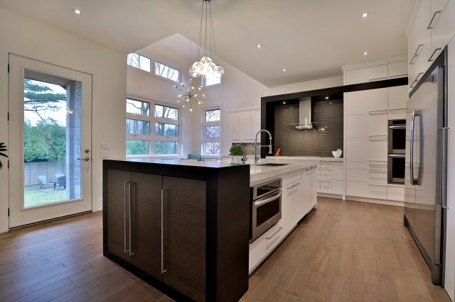 Detached at 1138 Summerlea St, Oakville, Ontario. Image 16