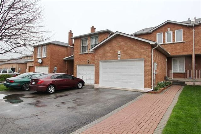 Townhouse at 27 Cutters Cres, Brampton, Ontario. Image 11