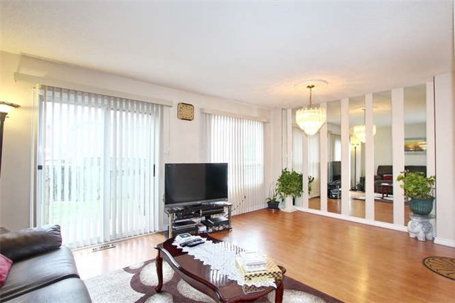 Townhouse at 27 Cutters Cres, Brampton, Ontario. Image 13