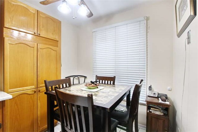 Townhouse at 27 Cutters Cres, Brampton, Ontario. Image 14