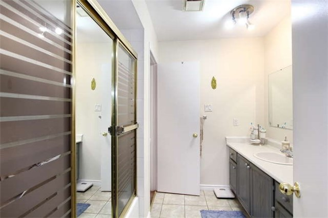 Townhouse at 27 Cutters Cres, Brampton, Ontario. Image 18