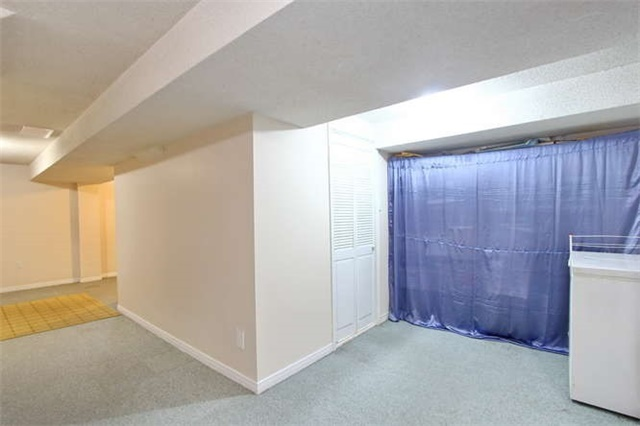 Townhouse at 27 Cutters Cres, Brampton, Ontario. Image 6