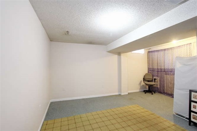 Townhouse at 27 Cutters Cres, Brampton, Ontario. Image 7