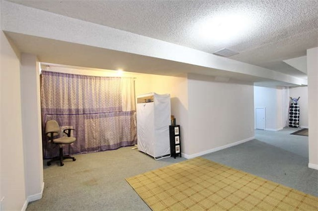 Townhouse at 27 Cutters Cres, Brampton, Ontario. Image 8