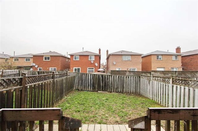 Townhouse at 27 Cutters Cres, Brampton, Ontario. Image 10
