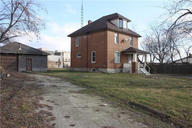 Detached at 2487 Old Bronte Rd, Oakville, Ontario. Image 2