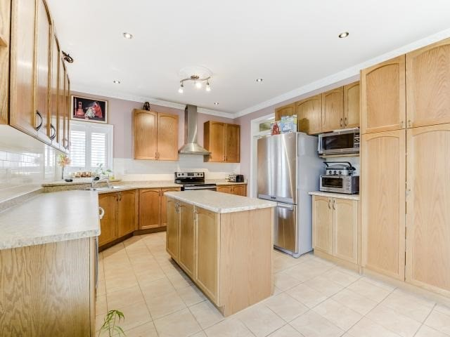 Detached at 9 Bon Echo Tr, Brampton, Ontario. Image 17