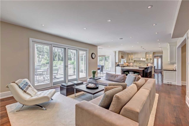 Detached at 1212 Clarkson Rd N, Mississauga, Ontario. Image 11