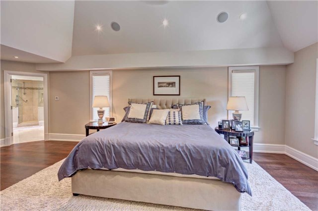 Detached at 1212 Clarkson Rd N, Mississauga, Ontario. Image 15