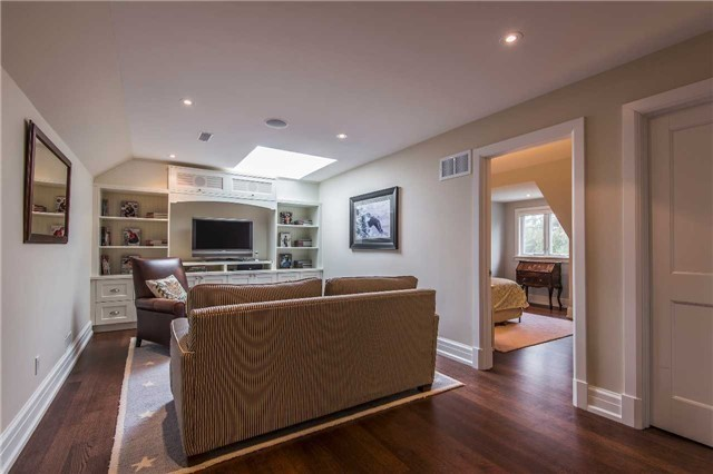 Detached at 1212 Clarkson Rd N, Mississauga, Ontario. Image 3