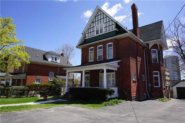 Detached at 27 Church St E, Brampton, Ontario. Image 1