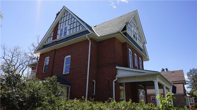 Detached at 27 Church St E, Brampton, Ontario. Image 12