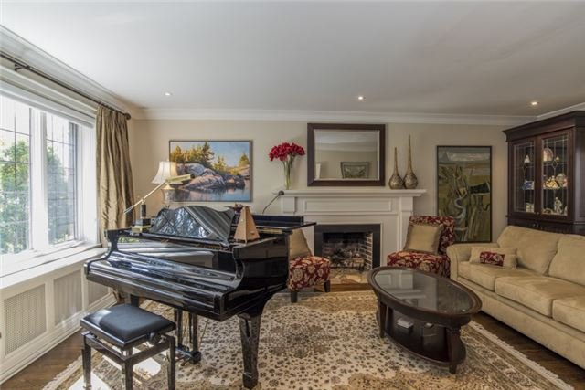 Detached at 125 The Kingsway, Toronto, Ontario. Image 14