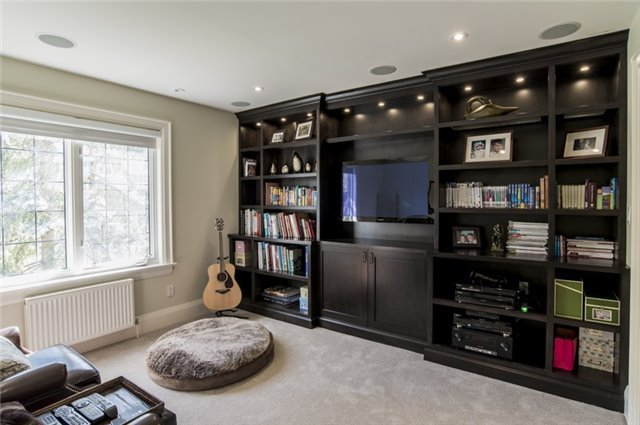 Detached at 125 The Kingsway, Toronto, Ontario. Image 9