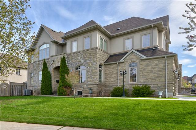 Townhouse at 2430 Presquile Dr, Oakville, Ontario. Image 1