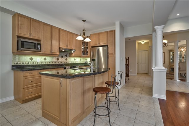Townhouse at 2430 Presquile Dr, Oakville, Ontario. Image 15