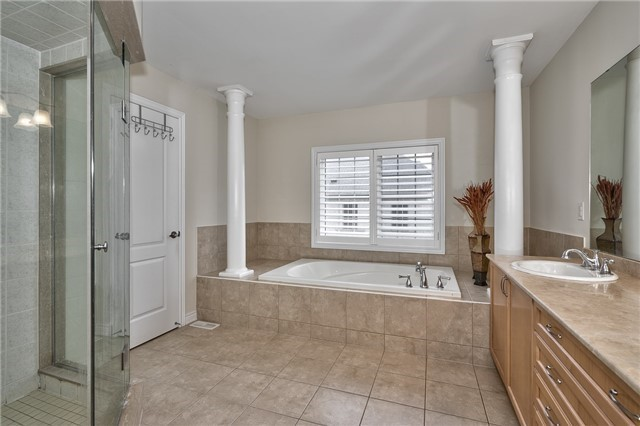Townhouse at 2430 Presquile Dr, Oakville, Ontario. Image 4