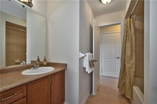 Townhouse at 2430 Presquile Dr, Oakville, Ontario. Image 7