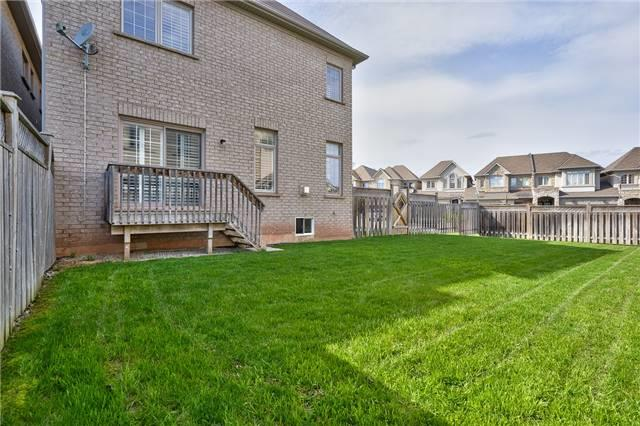 Townhouse at 2430 Presquile Dr, Oakville, Ontario. Image 13