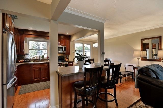 Detached at 522 Trudale Crt, Oakville, Ontario. Image 2