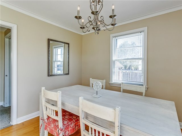 Detached at 211 Deane Ave, Oakville, Ontario. Image 14