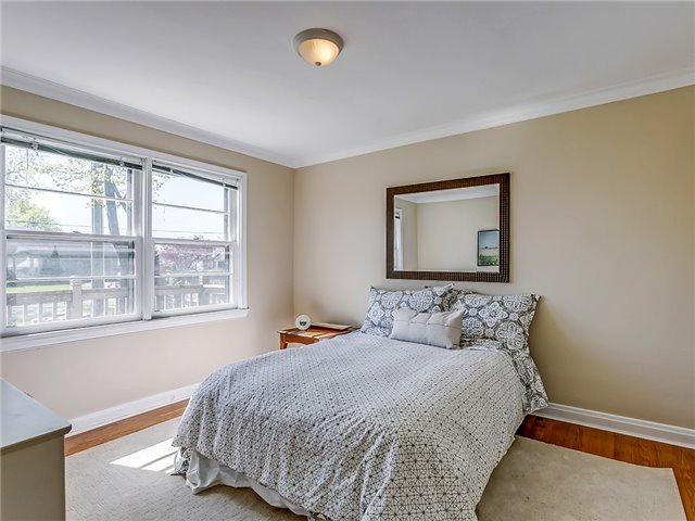 Detached at 211 Deane Ave, Oakville, Ontario. Image 20