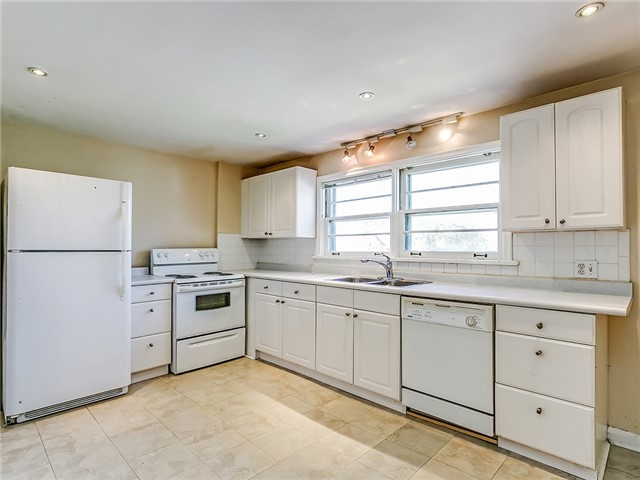 Detached at 211 Deane Ave, Oakville, Ontario. Image 6