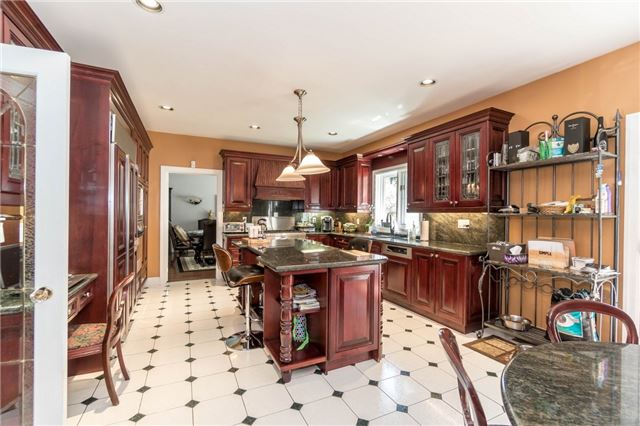 Detached at 1278 Birchview Dr, Mississauga, Ontario. Image 2