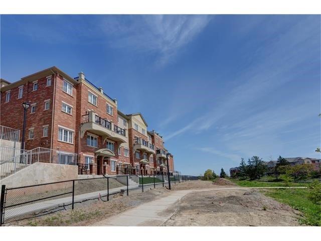 Condo Apartment at 2496 Post Rd, Unit 22, Oakville, Ontario. Image 1
