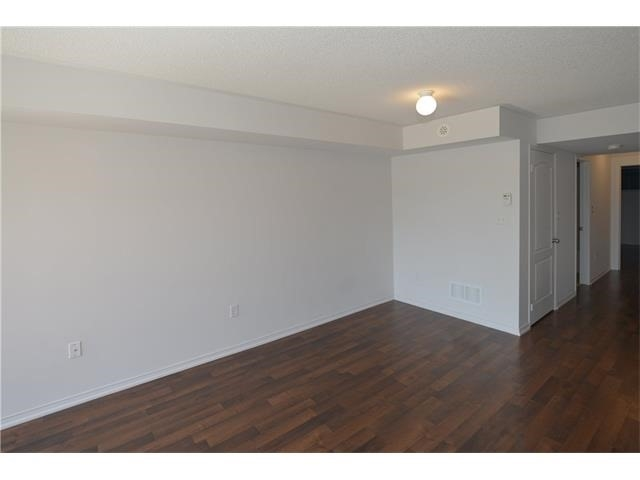 Condo Apartment at 2496 Post Rd, Unit 22, Oakville, Ontario. Image 16