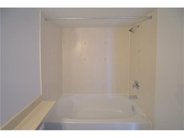 Condo Apartment at 2496 Post Rd, Unit 22, Oakville, Ontario. Image 18