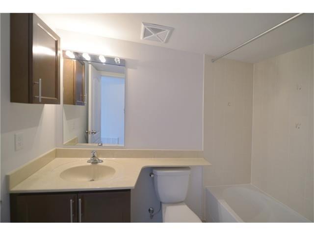 Condo Apartment at 2496 Post Rd, Unit 22, Oakville, Ontario. Image 2