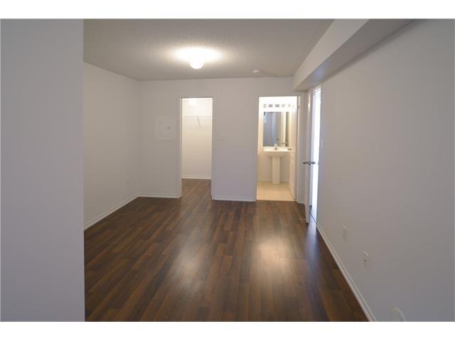 Condo Apartment at 2496 Post Rd, Unit 22, Oakville, Ontario. Image 7