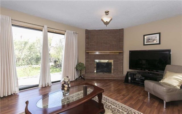 Detached at 36 Deerpark Cres, Brampton, Ontario. Image 7