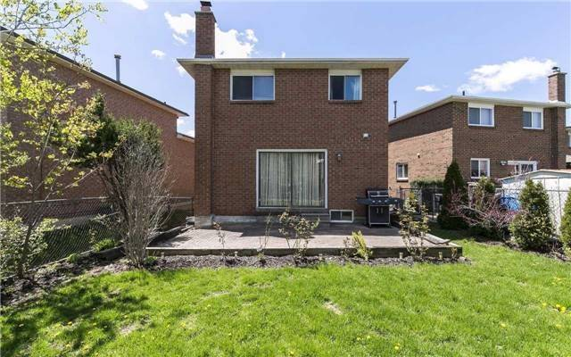 Detached at 36 Deerpark Cres, Brampton, Ontario. Image 10