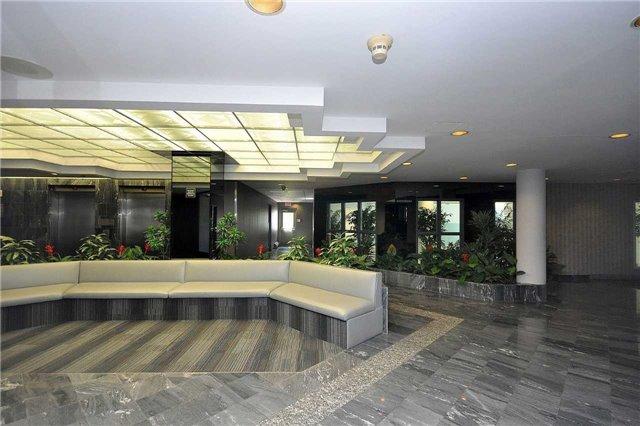 Condo Apartment at 350 Webb Dr, Unit 1206, Mississauga, Ontario. Image 14