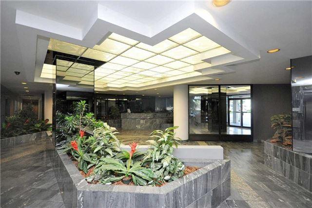 Condo Apartment at 350 Webb Dr, Unit 1206, Mississauga, Ontario. Image 15
