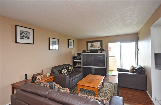Condo Apartment at 350 Webb Dr, Unit 1206, Mississauga, Ontario. Image 18